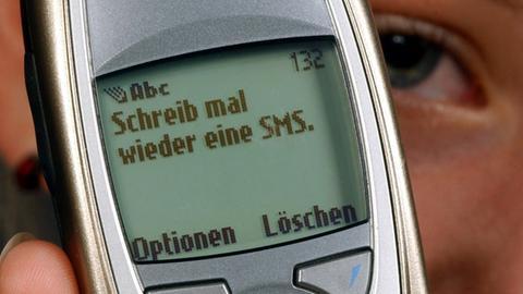 Das WhatsApp von früher: Eine SMS auf einem Nokia 6310