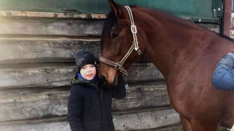 Happy Home Dritter Gewinner: Ivonne schenkt ihrem Sohn Tom eine Pferdetherapie