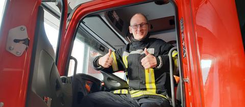 Oliver mit Feuerwehrauto