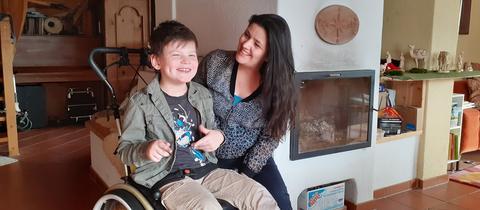 hr3 schenkt Monika eine Rollstuhlrampe