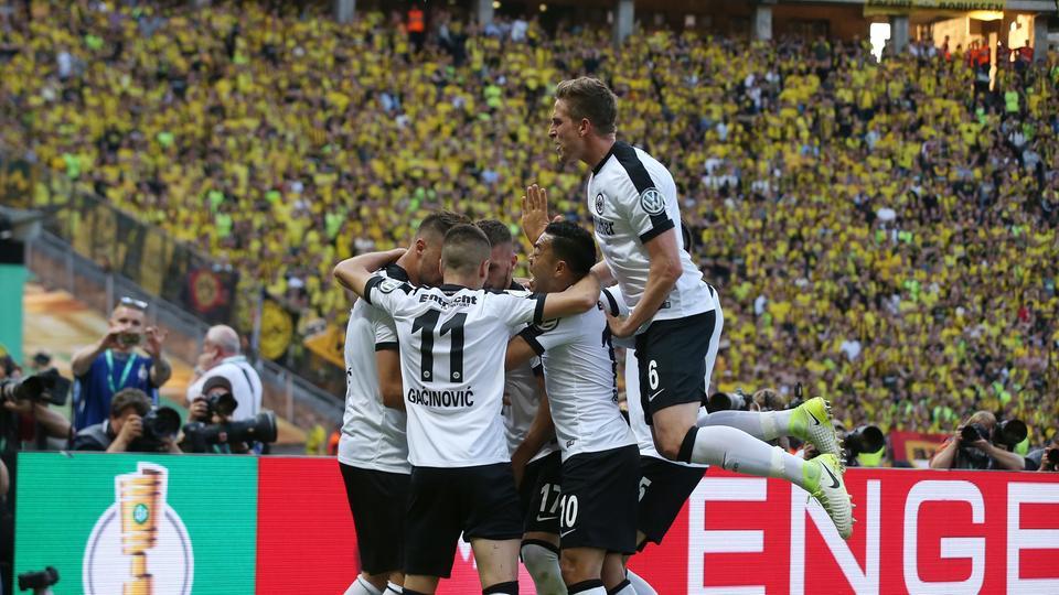 Spieler der Eintracht jubeln gegen den BVB