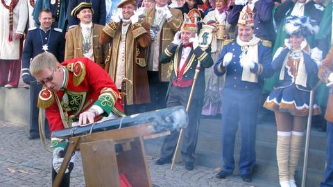 Traditioneller Fastnachts-Auftakt in Fulda mit 11 Kanonenschüssen