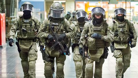 Polizisten am 27.05.2014 bei einer Terrorübung im Hauptbahnhof Frankfurt