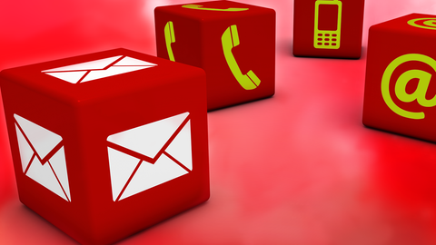 rote Würfel mit Symbolen Briefumschlag Telefonhörer