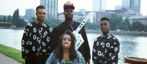 Ein Foto von SNAP! aus dem Jahr 1990. Hier mit Sängerin Penny Ford.