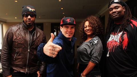 Thea und Turbo B (rechts im Bild) 2010 bei einer Veranstaltung in Johannesburg mit MC Hammer (links) und Vanilla Ice