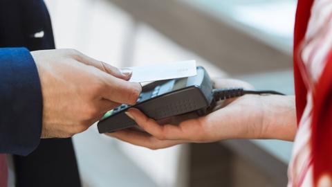 Kontaktlos zahlen mit NFC