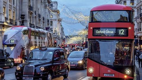 Stau zur Weihnachtszeit in London