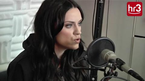 "Screenshot Amy Macdonald - ""Dream on"" Unplugged"