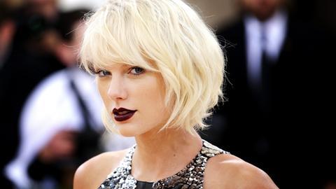 Taylor Swift am 02.05.2016 vor dem Costume Institute Benefit im Metropolitan Museum of Art in New York (USA)