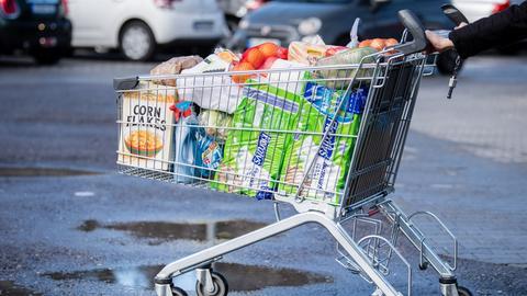 Prall gefüllter Einkaufswagen