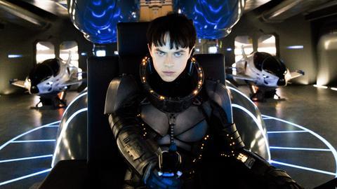 """Dane DeHaan als Valerian in einer Szene des Kinofilms """"Valerian - Die Stadt der Tausend Planeten"""""""