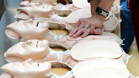 Puppen zum Üben der Reanimation