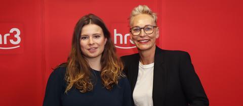 Luisa Neubauer (links) zu Gast bei Bärbel Schäfer