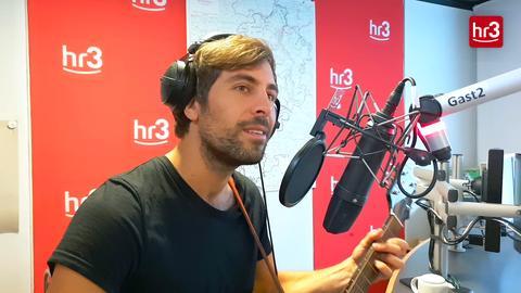 """Max Giesinger singt """"Leise rieselt der Schnee"""" in der hr3 Morningshow"""