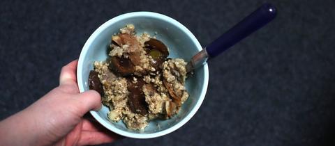 Baked Oatmeal mit Mirabelle und Birne