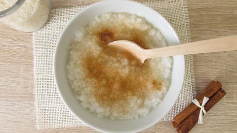 Congee zum Frühstück mit Zimt