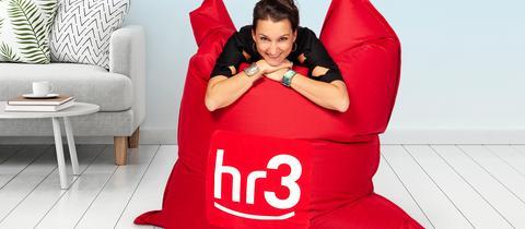 hr3 Lieblingspause: Julia Tzschätzsch auf dem hr3 Sitzsack