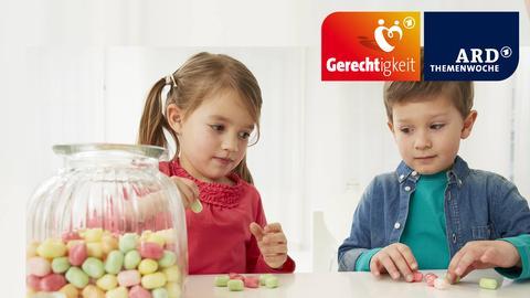 ARD-Themenwoche Gerechtigkeit - Kinder teilen Süßigkeiten