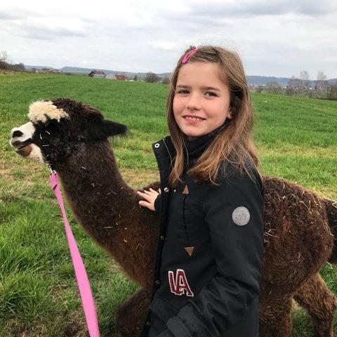 Eva Lotte bei den Alpakas