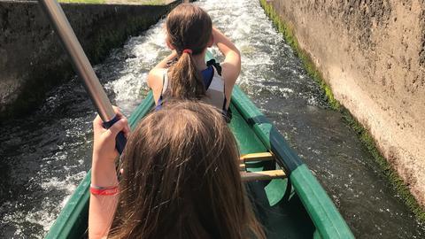 Eva-Lotte fährt Kanu in Gießen