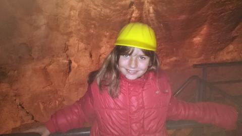 Hessens härteste Location-Testerin Eva-Lotte in der Kristallhöhle Kubach