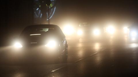 Autos im Nebel