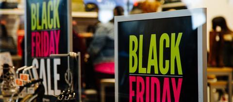 Black Friday Plakat in einem New Yorker Schuhladen