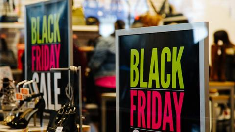 Black Friday Plakat in einem New Yorker Schuhladen