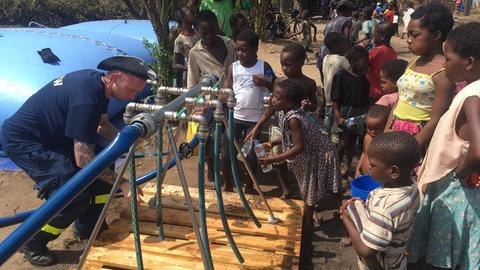 Das THW säubert Brunnen in Mosambik