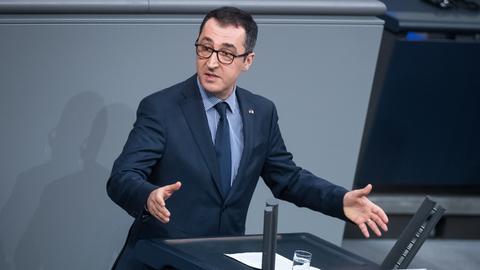 Cem Özdemir spricht im Bundestag
