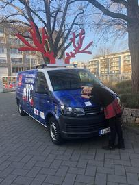Tanja mit dem Christmas Shopping Mobil