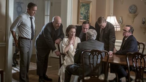 """Filmszene aus """"Die Verlegerin"""" mit Meryl Streep und Tom Hanks."""