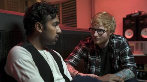 "Szene aus ""Yesterday"" mit Ed Sheeran und Himesh Patel"