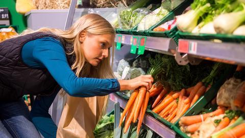 Einkauf im Supermarkt - Gemüsetheke