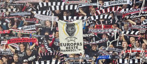 Choreo der Eintracht-Fans im Hinspiel des Europa League Halbfinales gegen FC Celsea