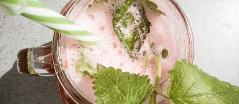 Erdbeer-Melisse-Limonade