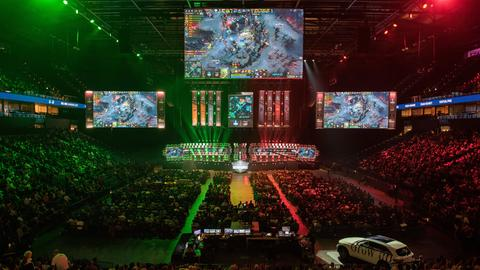 ESL One Event in der Barclay Card Arena in Hamburg