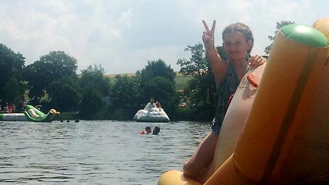 Eva-Lotte hatte viel Spaß am und im Gederner See