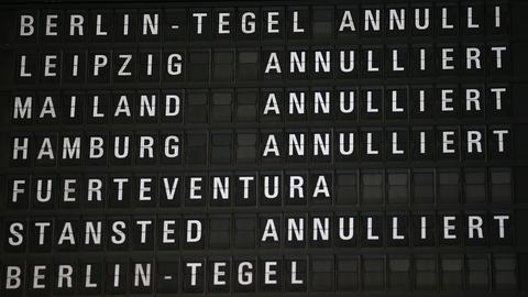 Anzeigetafel am Flughafen annuliert