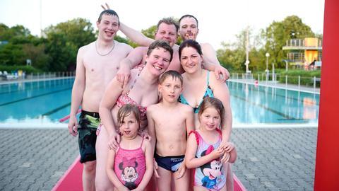 Melanie Schultner und ihre Familie genießen eine Stunde Freibad frei mit hr3