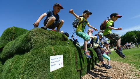 """""""Natur auf der Spur"""": Grassofa auf dem Hessentag"""
