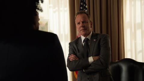 Szene aus Designated Survivor mit Kiefer Sutherland als amerikanischer Präsident