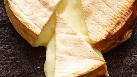 hr3 WM BBQ Achtelfinale Rezept:  Brie vom Zedernholzbrett