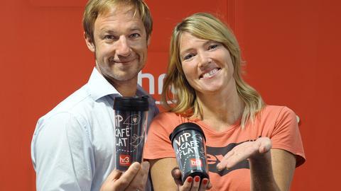 Trinken berufsbedingt viel Kaffee: Tobi und Tanja aus der hr3 Morningshow