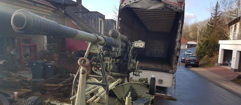Sieht ganz schön bedrohlich aus: Diese Kanone stand in Niederscheld an der Straße