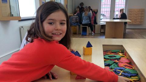 Eva-Lotte hat Spaß im Mathematikum Gießen