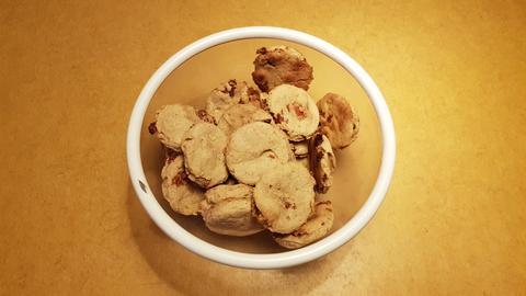 Plätzchenrezept für Hunde - Kartoffel-Speck-Taler