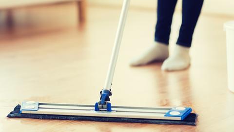 Fußboden Fliesen Säubern ~ Fliesen reinigen tipps wie sie die fugen und die nahtstellen