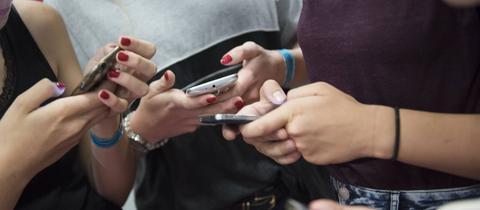 Für Jugendliche unentbehrlich: Smartphones